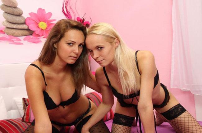 geile-nackte-lesben-in-struempfen-vor-einer-webcam
