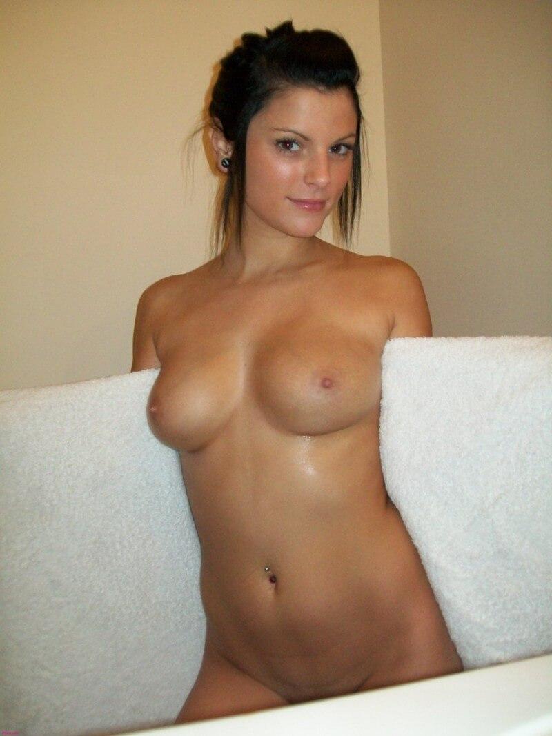 frau dusche nackt